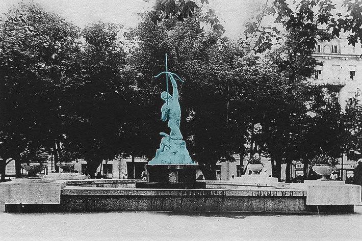 Площадь Свободы, на месте стеклянного купола. Довоенное фото