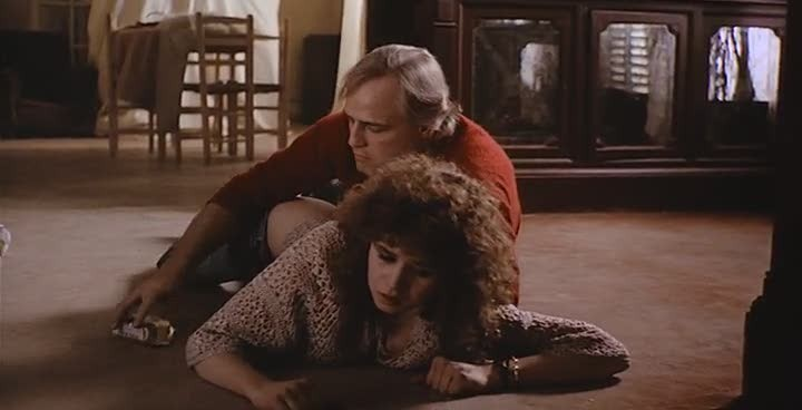 Кадр из фильма «Последнее танго в Париже». Спустя много лет после премьеры фильма режиссер признался, что Мария Шнайдер не давала согласия на съемку сцены, в которой её насилует Марлон Брандо.