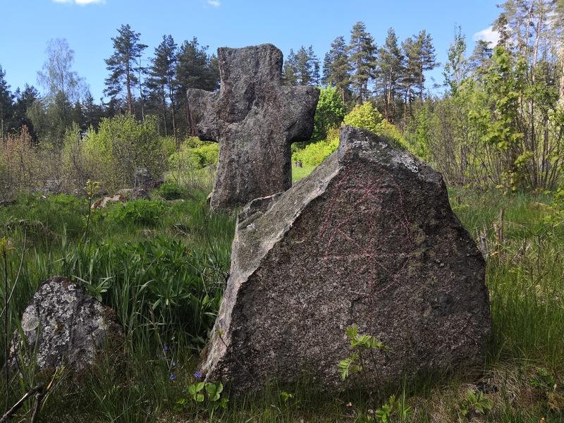 Надгробие в д. Бабцы Докшицкого района