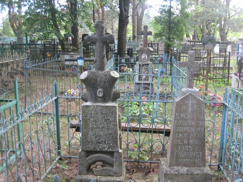 Надгробие в виде дерева в Заславле Минская обл.
