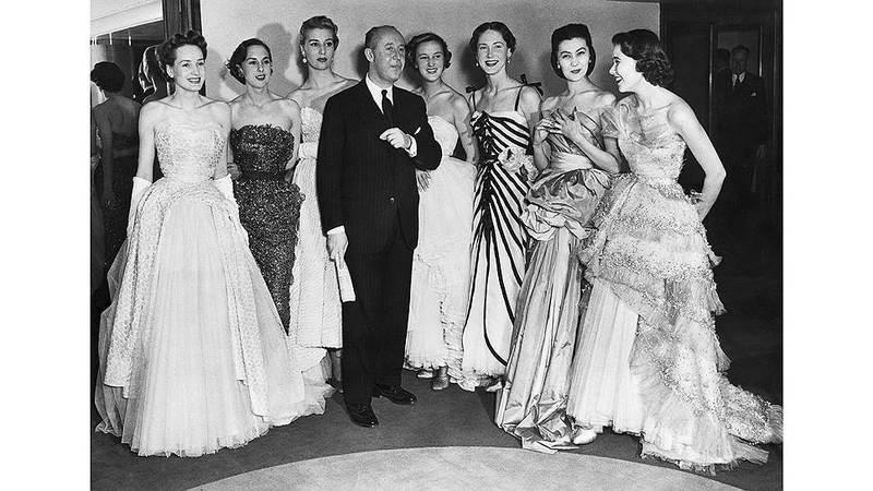 Кристиан Диор со своими моделями