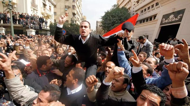 Манифестация полицейских перед зданием МВД Египта в Каире 14 февраля 2011. Фото: REUTERS