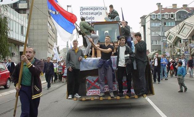 «Бульдозерная революция» в Белграде в 2000 году