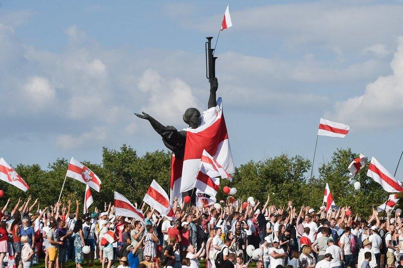 Митинг у стелы «Минск — город-герой», 16 августа 2020. Фото: Сергей Гапон