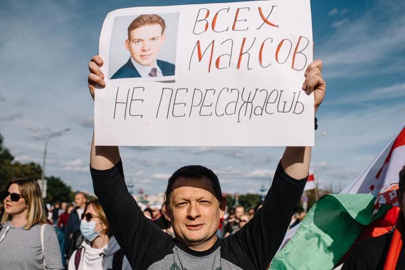 Максим Богрецов на воскресном марше. Фото: телеграм-канал Виктора Бабарико