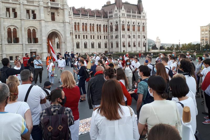 В Будапеште минутой молчания почтили память беларуских демонстрантов, погибших в столкновениях с силовиками