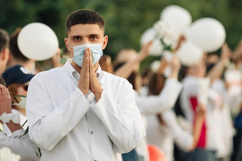 Акция медиков против насилия 13 августа. Фото: Фотографы против