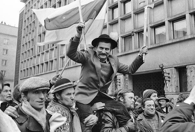 Лех Валенса на протестах