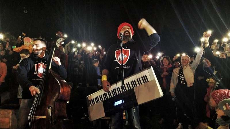 Павел Аракелян на дворовом концерте, фото: FB