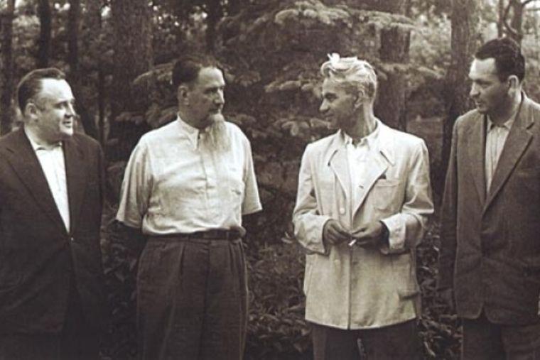Слава направо: С.П. Королев, И.В. Курчатов, М.В.Келдыш, В.П. Мишин. Август 1959 года.