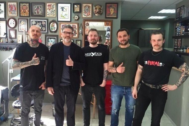 Джеки Хилдиш с ребятами из Good Sign Studio, фото из VK