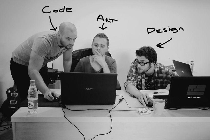 Программист Саша Добровольский, художник Илья и гейм-дизайнер Александр Куликов