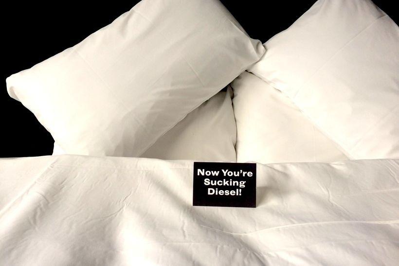 Теплое пожелание от сотрудников отеля Dean в номере
