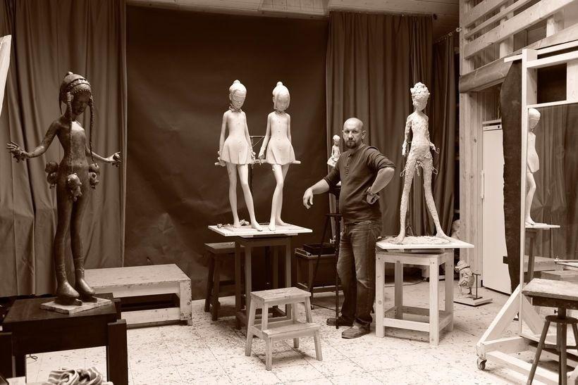 Андрей Осташов в мастерской