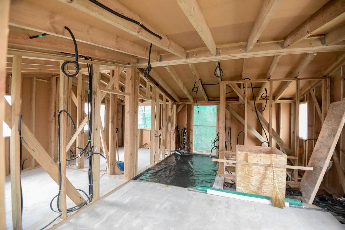 Сборка модульного дома, вид изнутри. Фото: Onliner.by