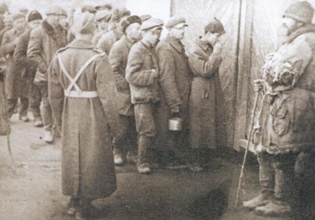 Вязні ГУЛАГу падчас фарміравання польскага войска ў СССР
