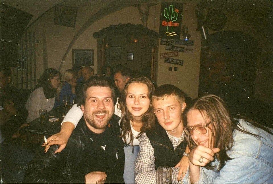 Александр Помидоров (слева) в Johnny B. Goode