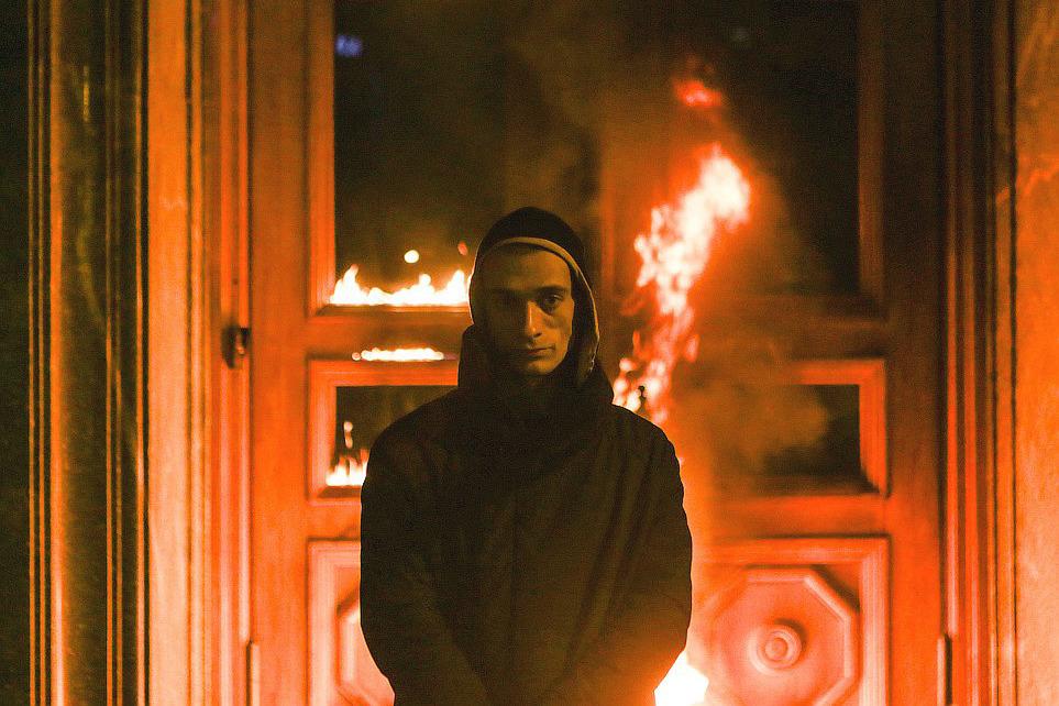 Последний перфоманс Павленского – поджог входа в здание ФСБ 9 ноября 2015 года