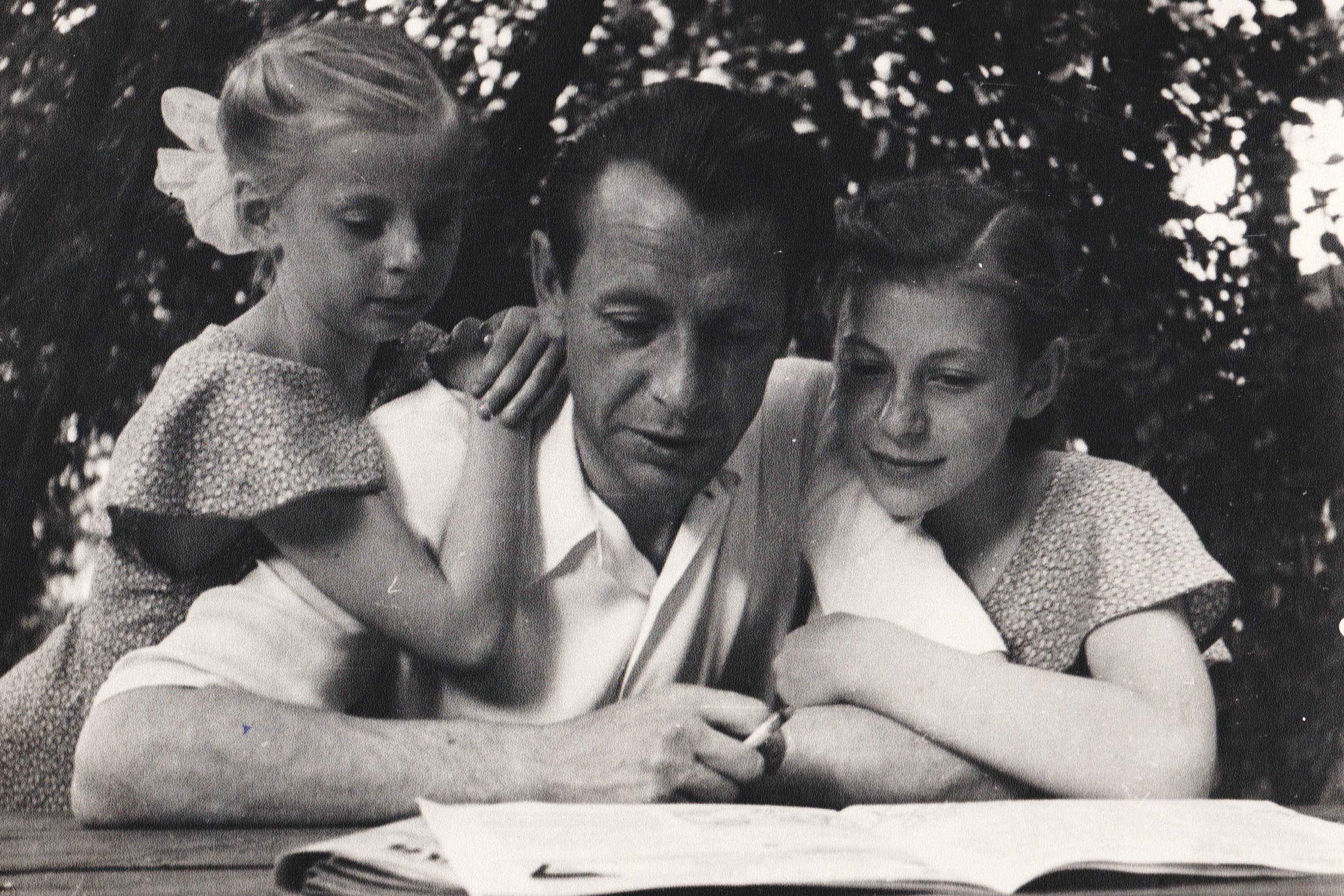 Пётр Машеров с дочерьми Леной и Наташей