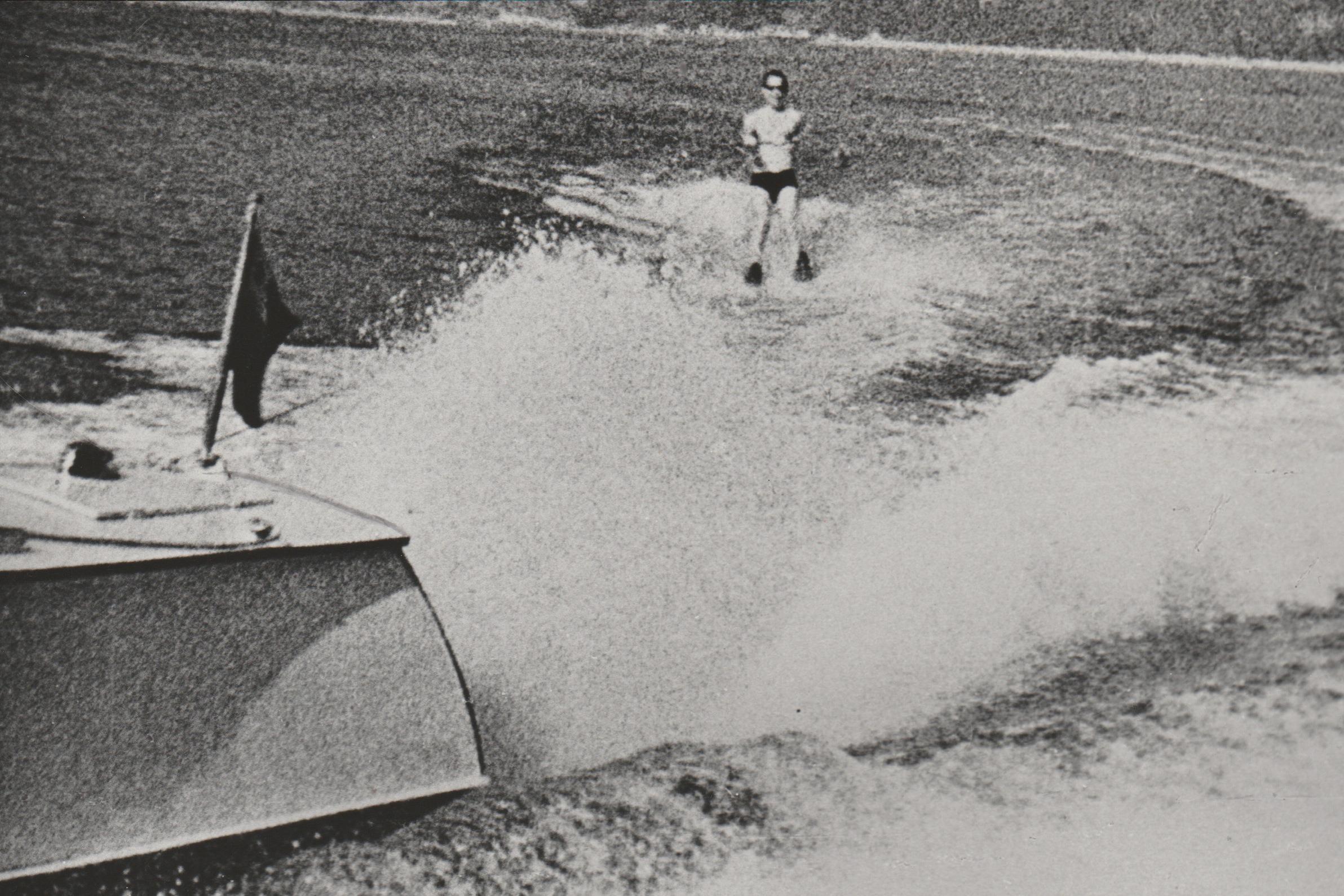 Пётр Машеров на водных лыжах