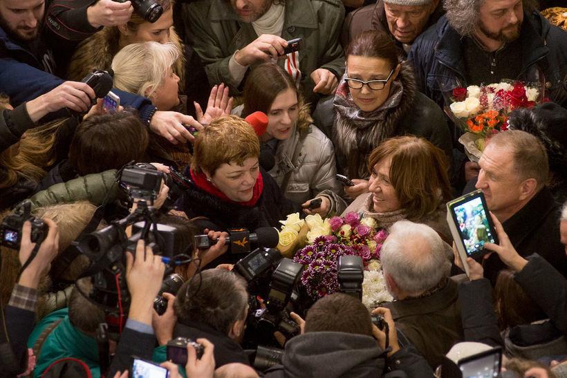 Встреча Светланы Алексиевич в аэропорту Минска после вручения Нобеля, 2015 год. Фото: Евгений Ерчак