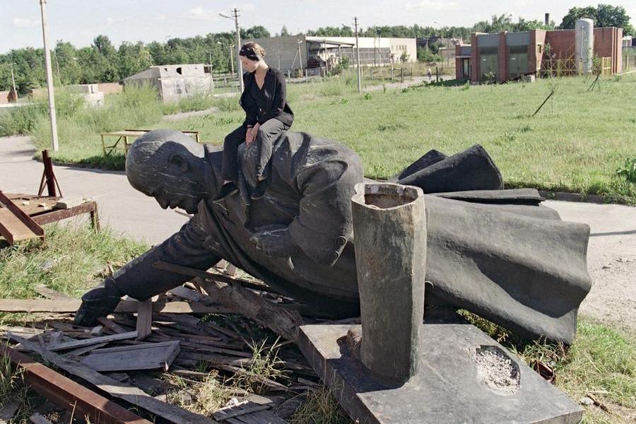 После демонтажа статуи Ленина в Вильнюсе, 1991 год