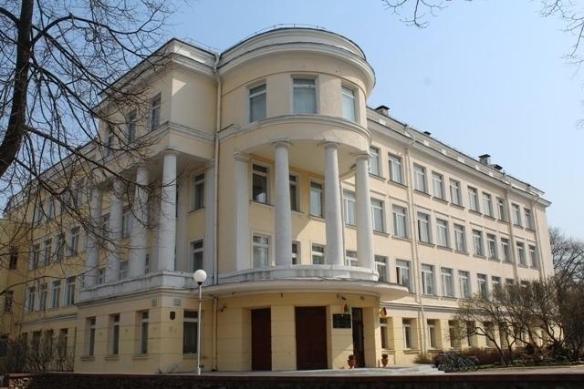 Школа №4 на вуліцы Кірава ў Мінску
