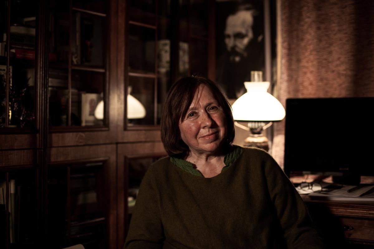 Светлана Алексиевич у себя дома. Портрет для журнала Spiegel (Германия). Минск, 26 ноября 2015