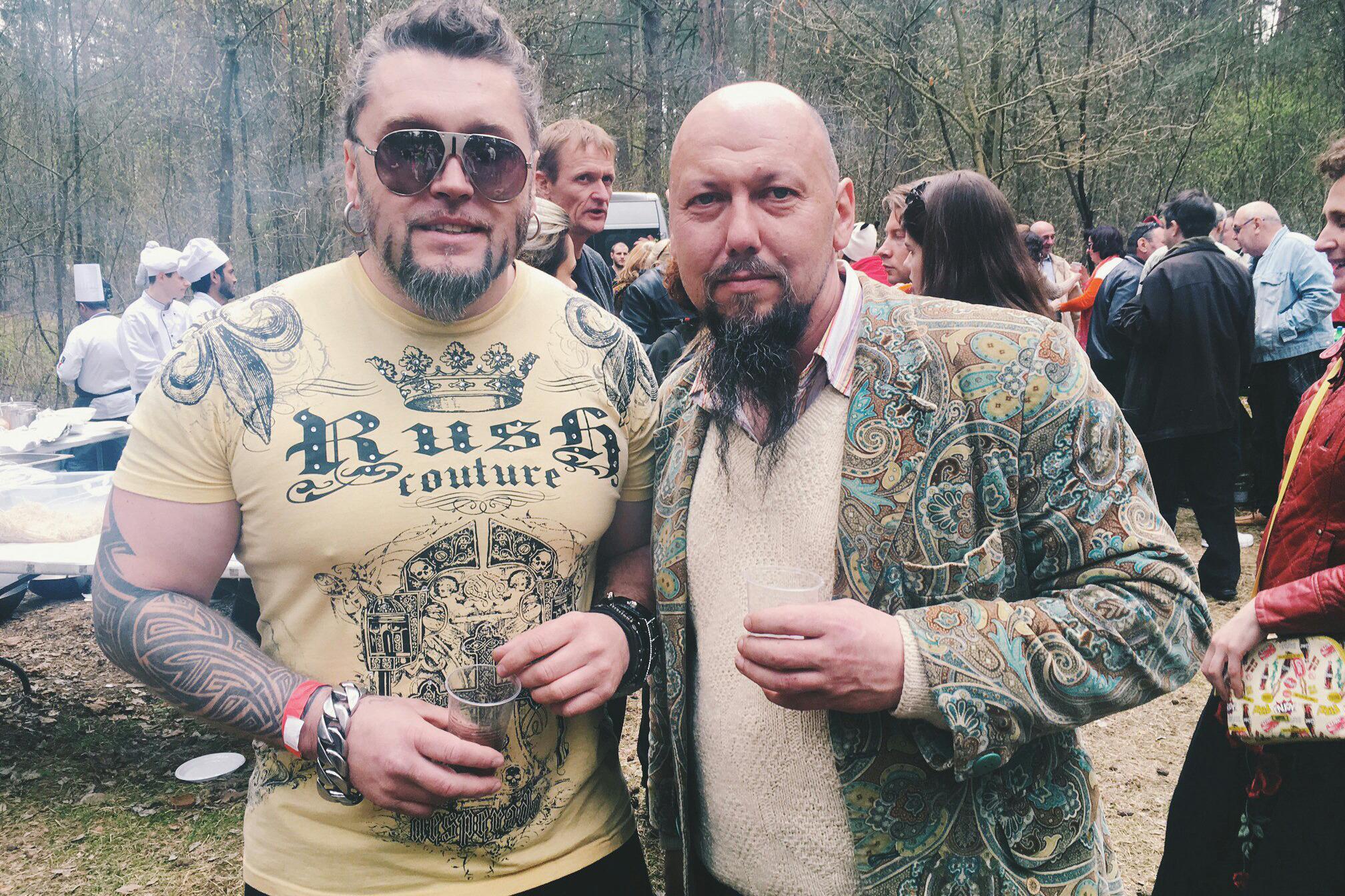 Дмитрий Попов, Мастацкi Маёнтак (справа)