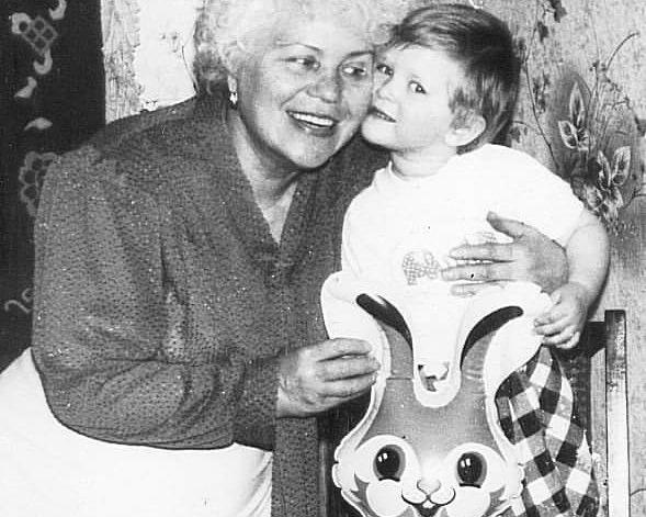 Ася с бабушкой