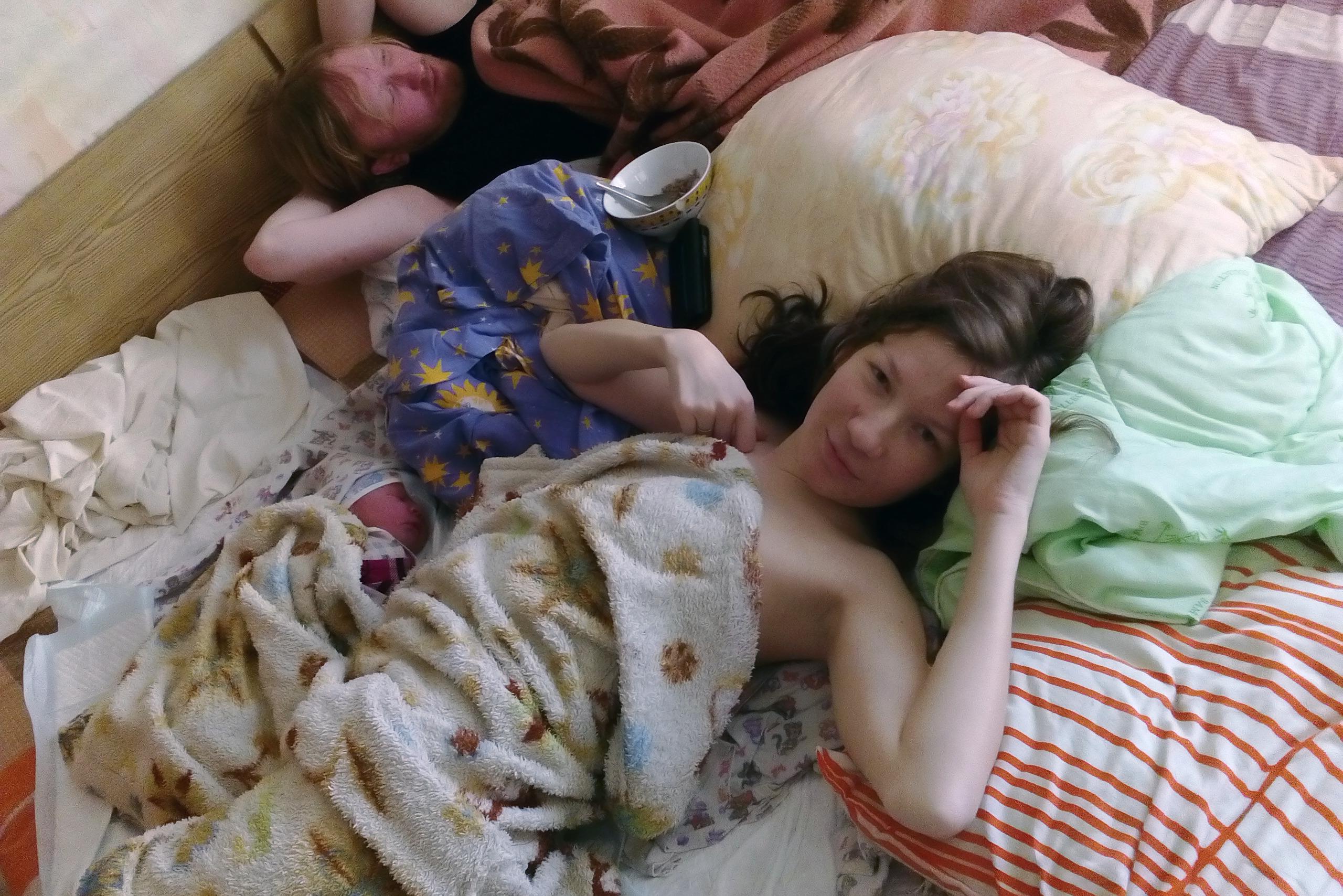 Домашние роды, первый час жизни малыша. Мария, Игорь и малыш Федор