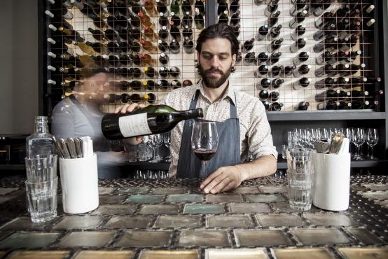 Майкл Уайльд в своем баре