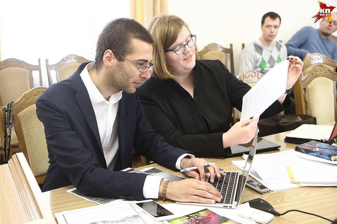 Антон Мотолько и адвокат Мария Колесова-Гудилина, фото: kp.by