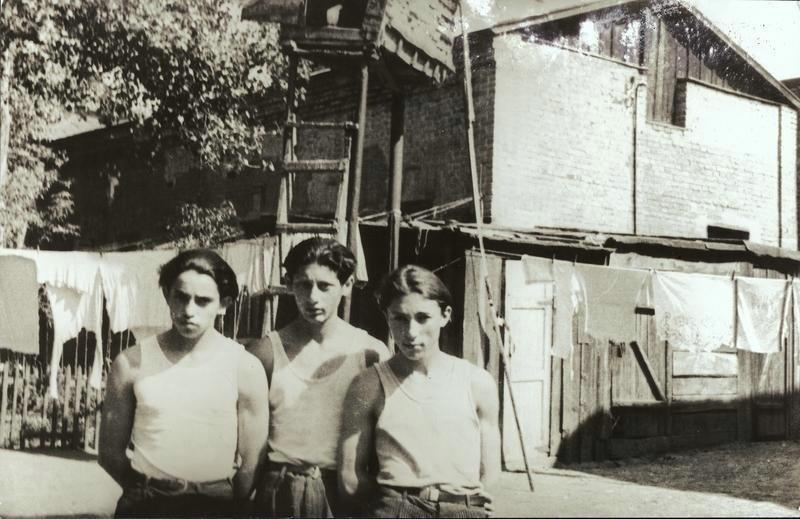 Три юноши, 1950-е. Фото: Марлен Матус
