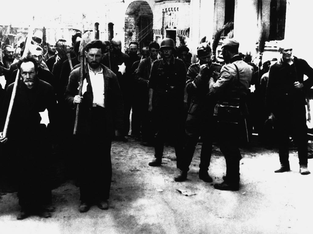 Евреи в могилёвском гетто. Фото сделано между 13 августа 1941 года и 31 декабря 1943 года