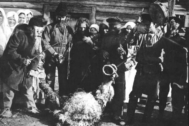 Обрядовое действо с ряженой козой в деревне Бабин Бобруйского уезда, 1915 год