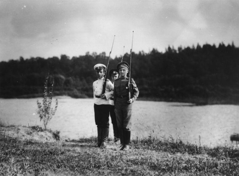 Царская ставка в Могилеве. Наследник с товарищами, вторая половина 1915 года