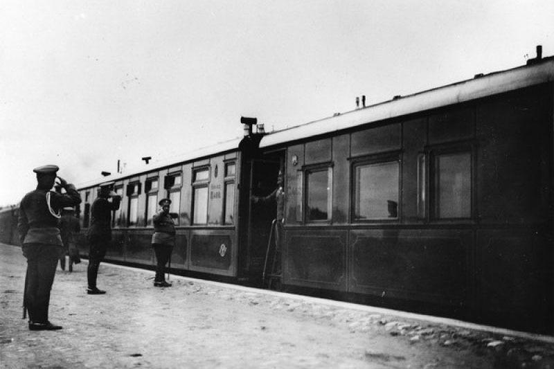 Во время Первой мировой войны царская ставка располагалась в Могилёве. Царский поезд на станции, 23 августа 1915 года