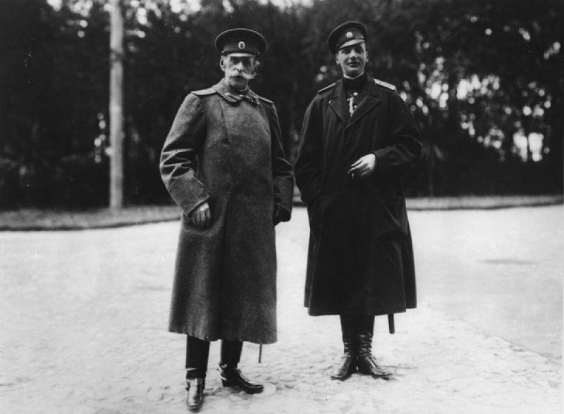 Великий князь Дмитрий Павлович Романов (справа) и граф Владимир Борисович Фредерикс. Где-то на территории Беларуси, 30 июля 1912 года
