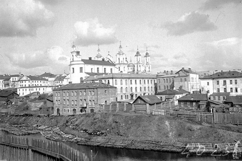 Церковь Воскресения, здание Городской Думы и Антониевский костёл в Витебске, 1909 год