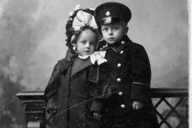 Портрет мальчика и девочки. Брест-Литовск, 1890-е. Фото: А. Стамлер