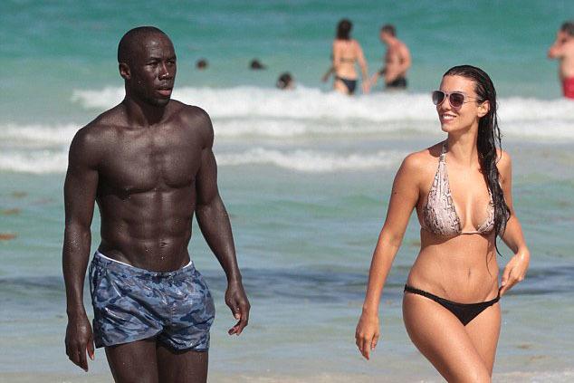 Бакари Санья с женой, фото: dailymail.co.uk
