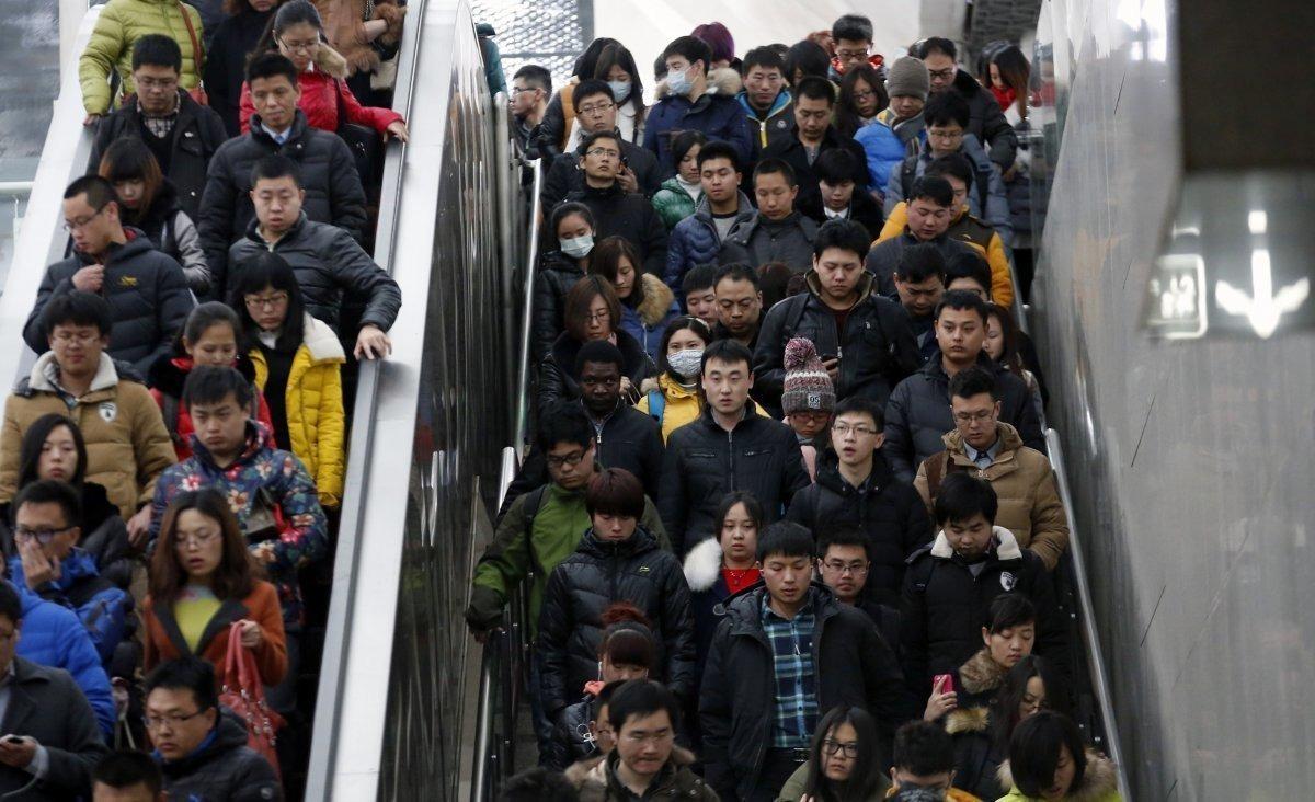 Люди в метро Пекина, фото: dymontiger.livejournal.com