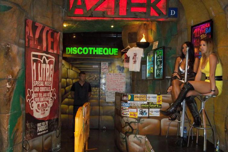 Бар в Lloret de mar, фото: lloret-de-mar-barspubguide.com
