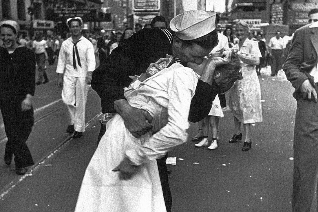 23 свадьбы за один день сыграли в ЗАГСе Фрунзенского района. Фото: Альфред Эйзенштадт