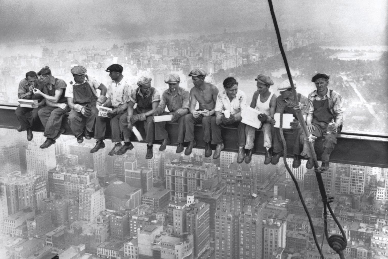 Минские строители требует своевременной выплаты зарплаты. Фото: Люис Хайн (точно неизвестно)
