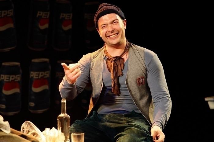 Артем Бородич в спектакле «Сиротливый Запад»