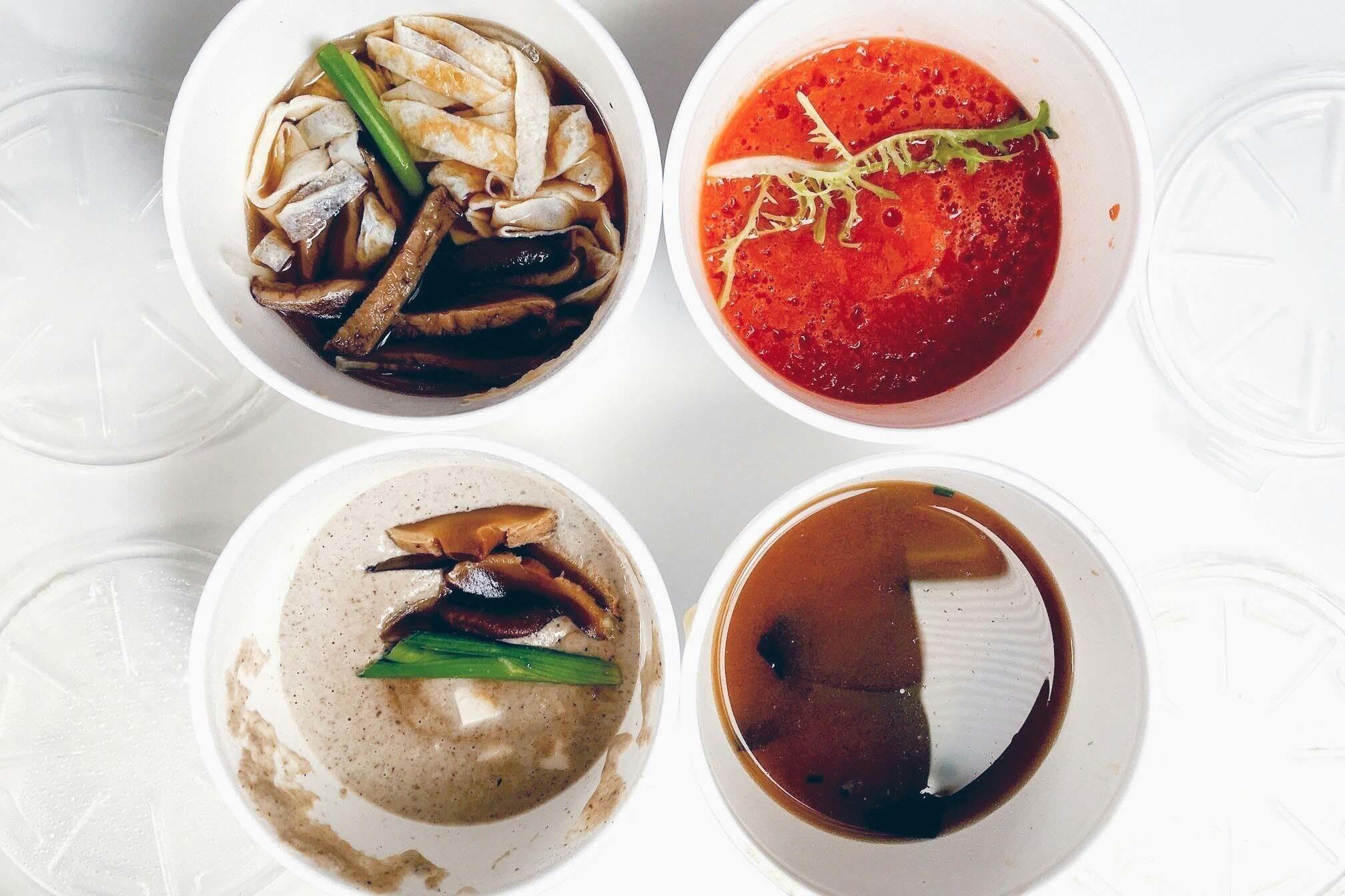 Томатный суп – в правом верхнем углу