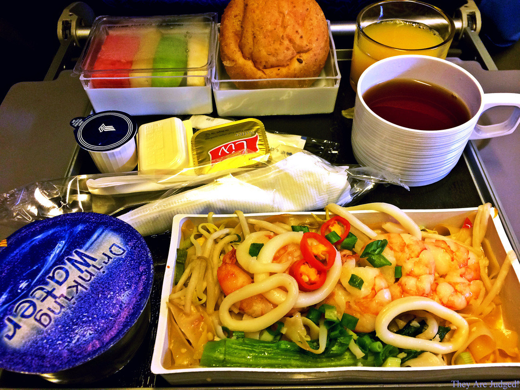 Обед на борту Singapore Airlines, фото: theyarejudged.weebly.com
