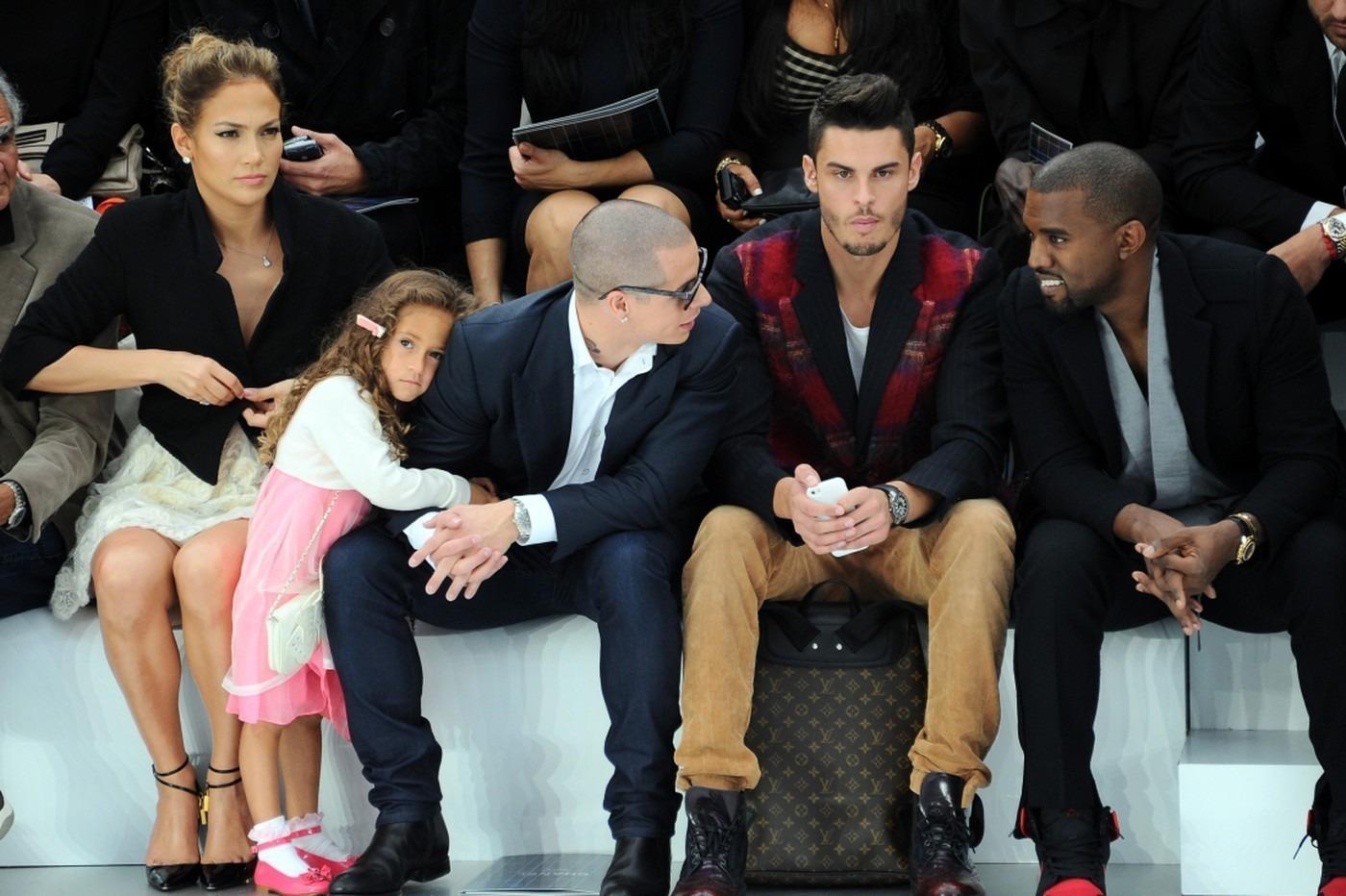 Дженнифер Лопез в первом ряду с дочерью на показе Chanel, фото: liveinternet.ru